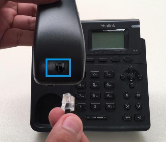 Conectar el cable del auricular